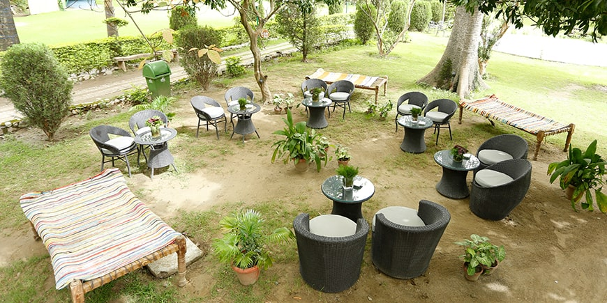 sitting-area-at-cafe-pebbles in Corbett