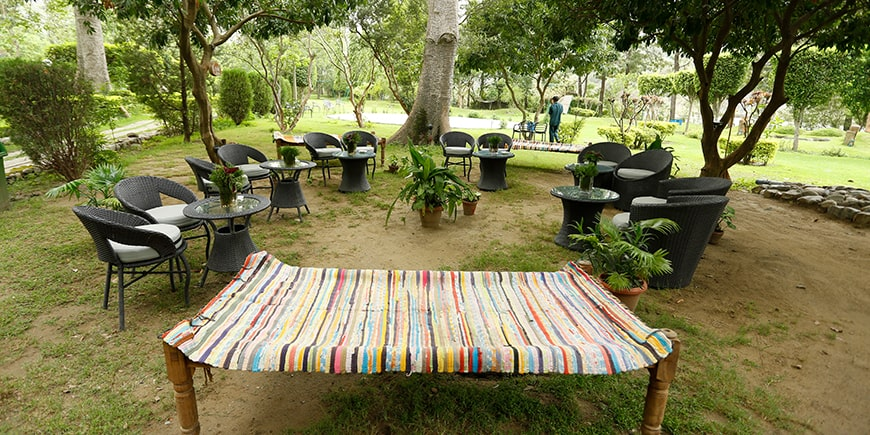sitting-area-cafe-pebbles in Corbett