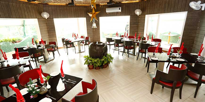 top-pavilion-luxury-christmas dinning in Corbett