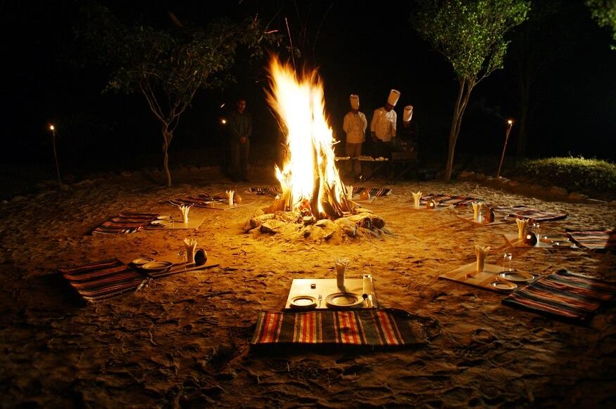 1485868283_Sand-dining.JPG